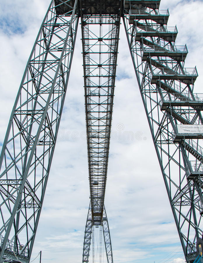 Ορθοστάτες χάλυβα για τη γέφυρα στοκ φωτογραφίες