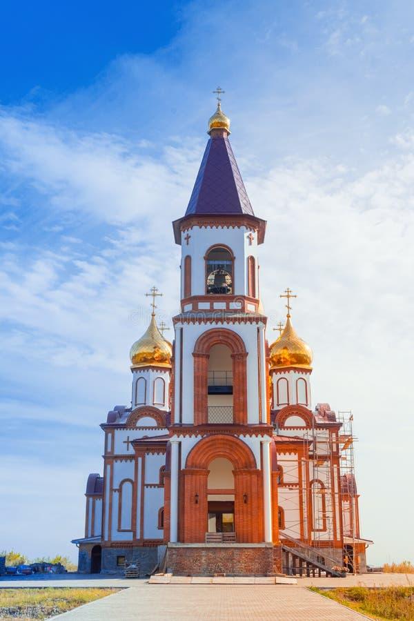 Ορθόδοξη Εκκλησία σε φόντο του γαλάζιου ουρανού Ναός των Νέων Μαρτύρων και Εξομολογητών της Ρωσίας Σιβηρία Κρασνογιάρσκ στοκ φωτογραφίες με δικαίωμα ελεύθερης χρήσης