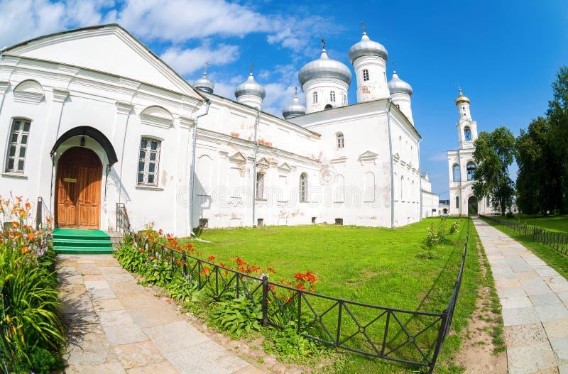 Ορθόδοξο αρσενικό μοναστήρι του ST George ` s Yuriev σε Veliky Novgorod στοκ εικόνα με δικαίωμα ελεύθερης χρήσης