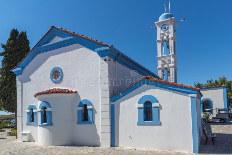 Ορθόδοξο μοναστήρι Άγιου Βασίλη που βρίσκεται σε δύο νησιά στο Πόρτο Λάγκος κοντά στην πόλη της Ξάνθης, Ελλάδα στοκ φωτογραφία με δικαίωμα ελεύθερης χρήσης