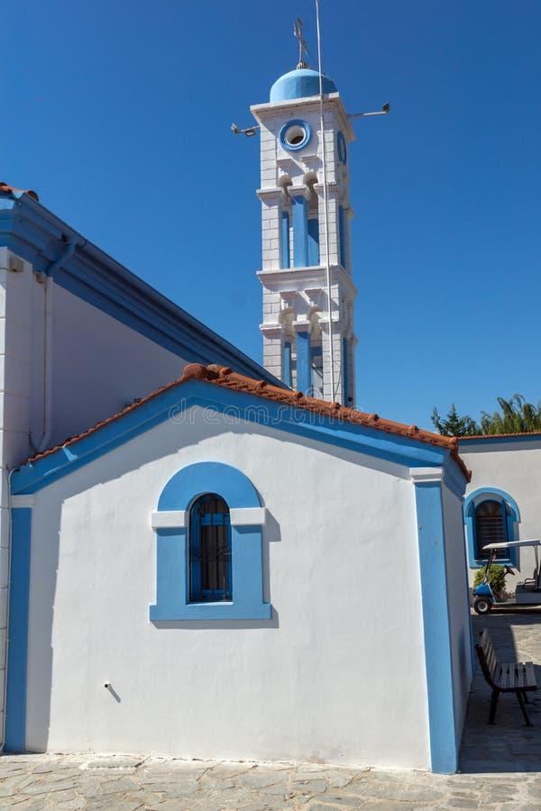 Ορθόδοξο μοναστήρι Άγιου Βασίλη που βρίσκεται σε δύο νησιά στο Πόρτο Λάγκος κοντά στην πόλη της Ξάνθης, Ελλάδα στοκ εικόνα με δικαίωμα ελεύθερης χρήσης