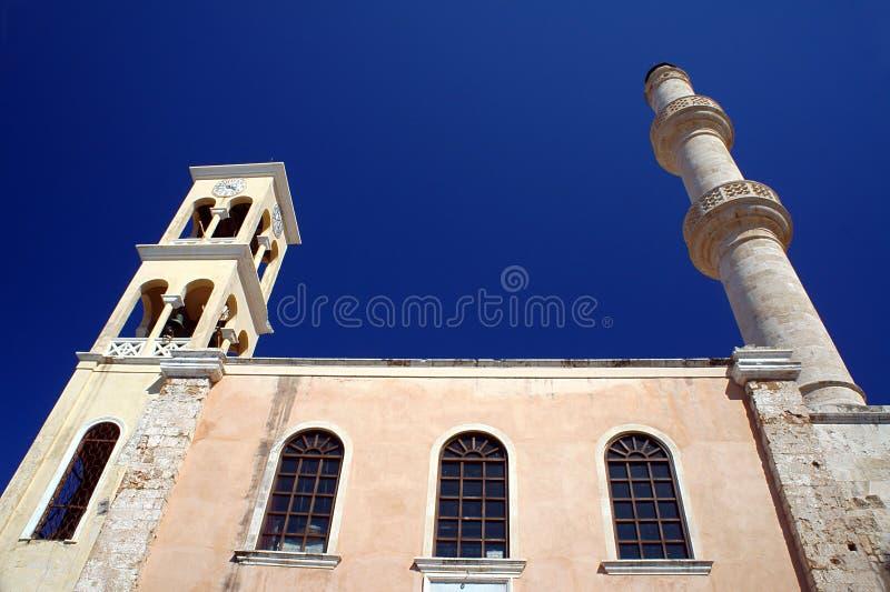 Ορθόδοξη Εκκλησία με έναν πύργο και έναν μιναρές κουδουνιών στοκ εικόνα