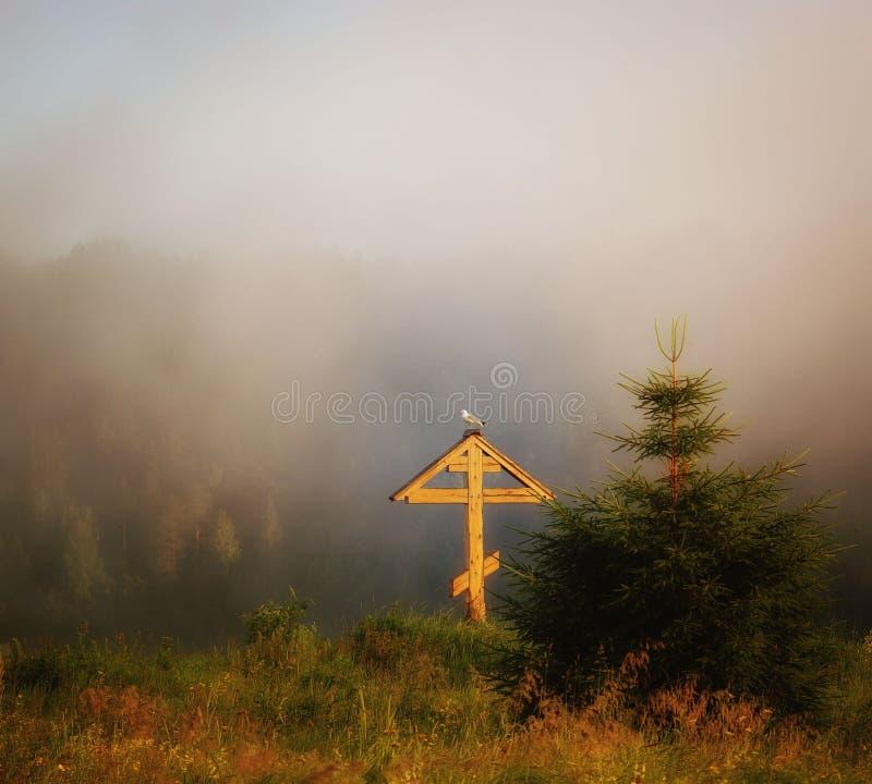 Ορθόδοξος σταυρός σε μια ομίχλη στοκ εικόνα με δικαίωμα ελεύθερης χρήσης