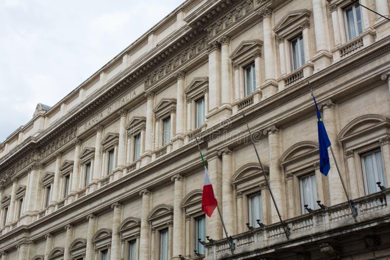 Οριζόντια άποψη στενού επάνω του παλατιού Τράπεζας της Ιταλίας στο σύννεφο στοκ φωτογραφίες