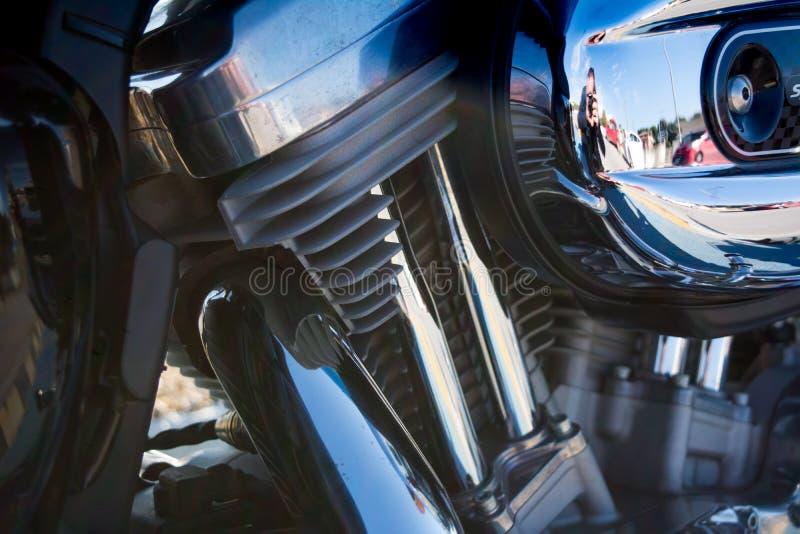 Οριζόντια άποψη στενού επάνω των μερών ενός χρωμίου μιας μοτοσικλέτας στοκ φωτογραφία με δικαίωμα ελεύθερης χρήσης