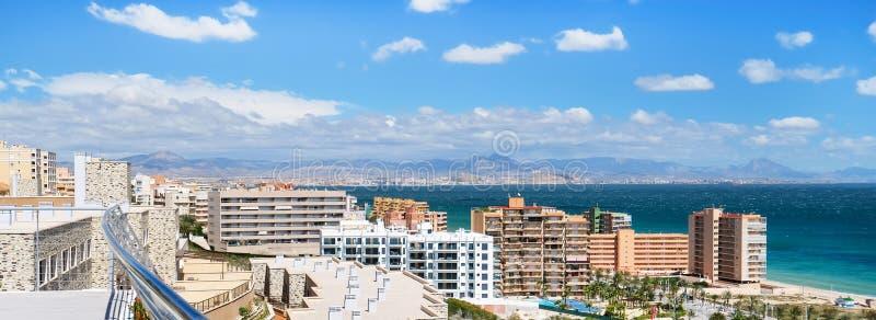 Οριζόντια καλλιεργημένη ακτή εικόνας της Αλικάντε Ισπανία στοκ εικόνα