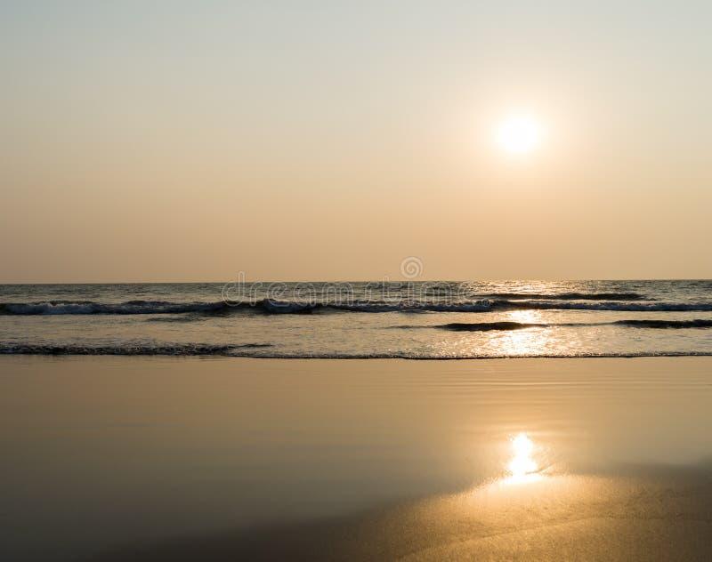 Οριζόντιος ζωηρός ωκεάνιος πορτοκαλής ορίζοντας κυμάτων γάλακτος παλιρροιακός backgroun στοκ φωτογραφίες με δικαίωμα ελεύθερης χρήσης