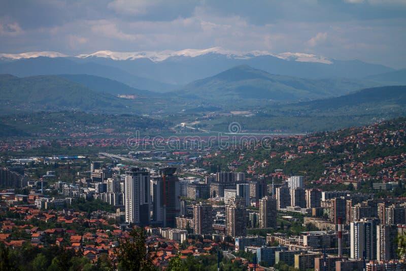 Οριζόντιος ορίζοντας του όμορφου Σαράγεβου ευρωπαϊκή Ιερουσαλήμ στοκ φωτογραφία