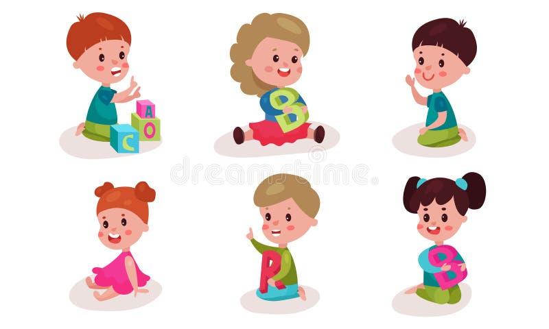 Ορισμός Με Έξι Παιδιά Που Παίζουν Με Μεγάλα Γράμματα Αλφαβήτου Εικόνες Διανυσματικών Εικόνων Κινούμενα Σχέδια απεικόνιση αποθεμάτων