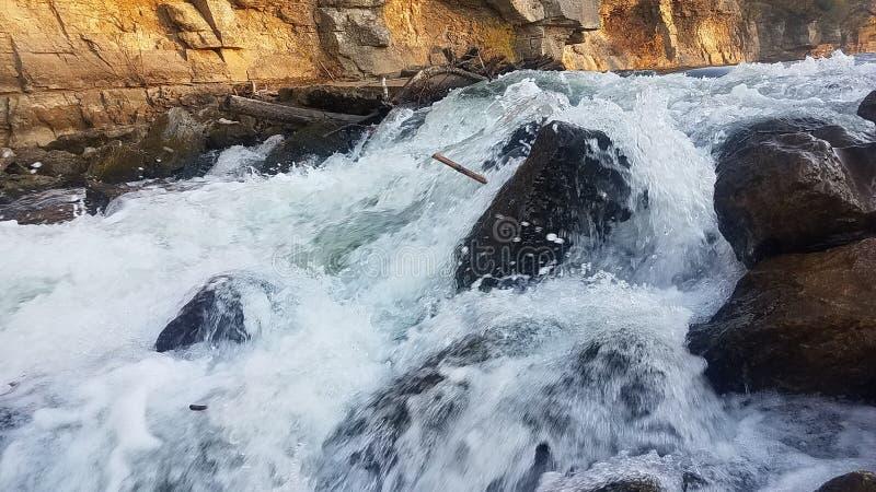 Ορμητικά σημεία ποταμού στο μεγάλο ποταμό στοκ φωτογραφία με δικαίωμα ελεύθερης χρήσης