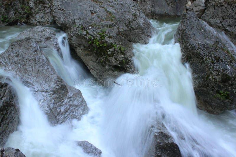 Ορμώντας νερό στοκ φωτογραφίες