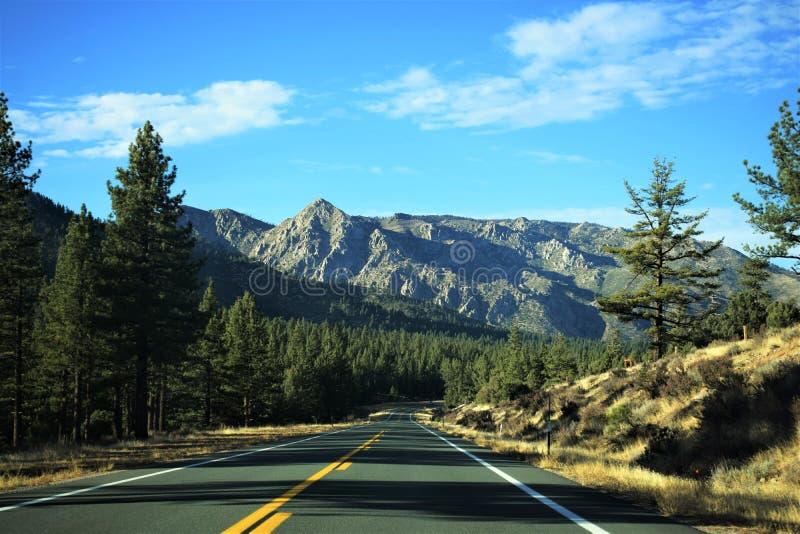 οροσειρά βουνών στοκ εικόνα με δικαίωμα ελεύθερης χρήσης