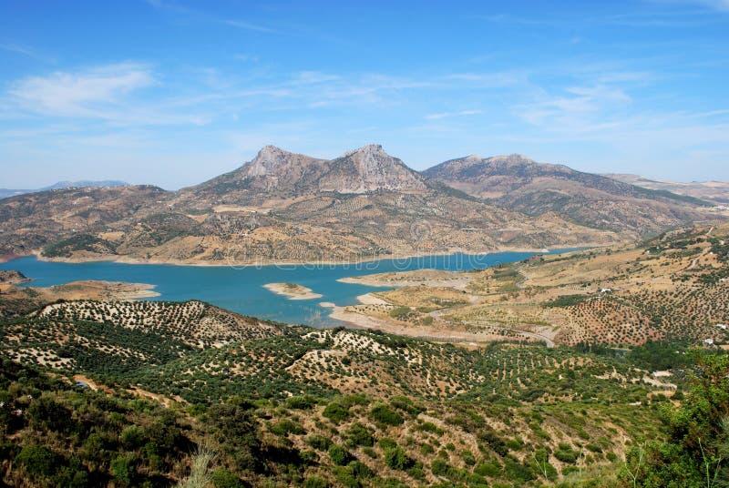 οροσειρά όψη zahara της Ανδαλουσίας de Λα lake της Ισπανίας στοκ φωτογραφίες