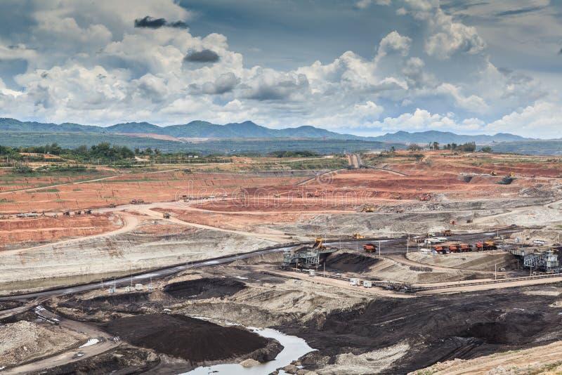 Ορυχείο λιγνίτη ανοικτών κοιλωμάτων στοκ φωτογραφία με δικαίωμα ελεύθερης χρήσης