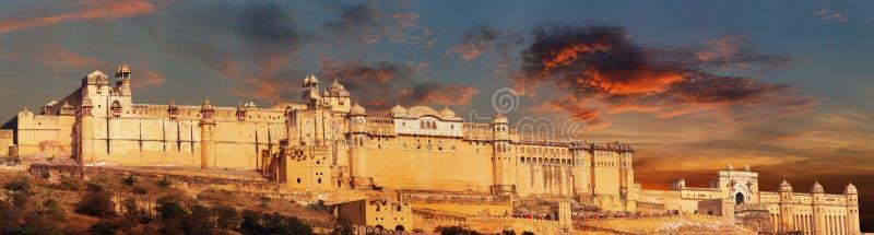 Ορόσημο της Ινδίας - Jaipur, ηλέκτρινο πανόραμα οχυρών στοκ φωτογραφίες με δικαίωμα ελεύθερης χρήσης
