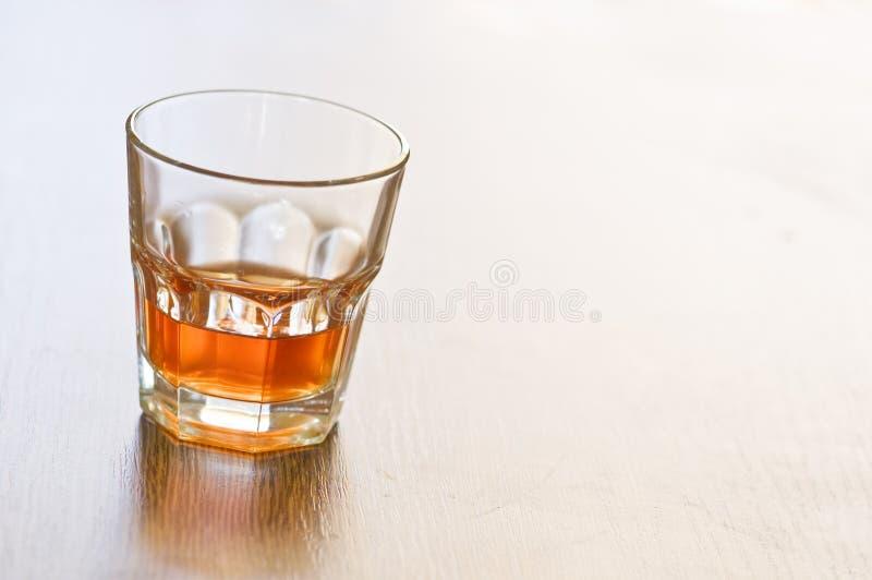 Download ουίσκυ στοκ εικόνα. εικόνα από υγρό, ποτό, αλκοολών, μετρητής - 13187293