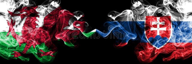 Ουαλία, ουαλλέζικα, Σλοβακία, σλοβάκικα, σημαίες ανταγωνισμού κτυπήματος ζωηρόχρωμες καπνώείς πυκνά Ευρωπαϊκοί αγώνες προσόντων π στοκ εικόνα με δικαίωμα ελεύθερης χρήσης