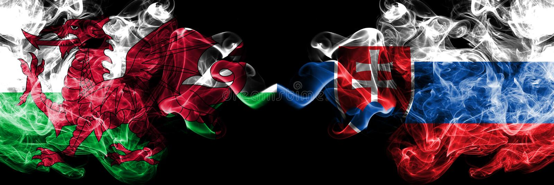 Ουαλία, ουαλλέζικα, Σλοβακία, σλοβάκικες ζωηρόχρωμες καπνώείς σημαίες ανταγωνισμού πυκνά Ευρωπαϊκοί αγώνες προσόντων ποδοσφαίρου στοκ φωτογραφία