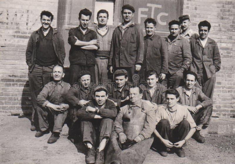 ΟΥΓΓΑΡΙΑ, φωτογραφία Usine, βιομηχανία ομάδας βιομηχανικών εργατών CIRCA 1950 στοκ εικόνα με δικαίωμα ελεύθερης χρήσης