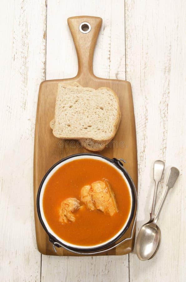 Ουγγρική σούπα ψαριών σε ένα δοχείο στοκ φωτογραφίες με δικαίωμα ελεύθερης χρήσης