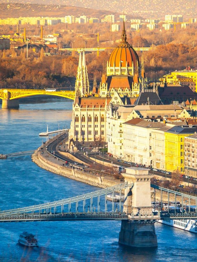 Ουγγρικό ιστορικό κτήριο του Κοινοβουλίου σε Δούναβη riverbank στη Βουδαπέστη, Ουγγαρία, Ευρώπη στοκ εικόνες με δικαίωμα ελεύθερης χρήσης