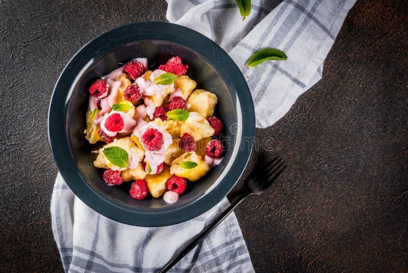 Ουκρανικά, ρωσικά τρόφιμα, οκνηρό vareniki  Gnocchi W στάρπης ή τυριών στοκ φωτογραφίες με δικαίωμα ελεύθερης χρήσης