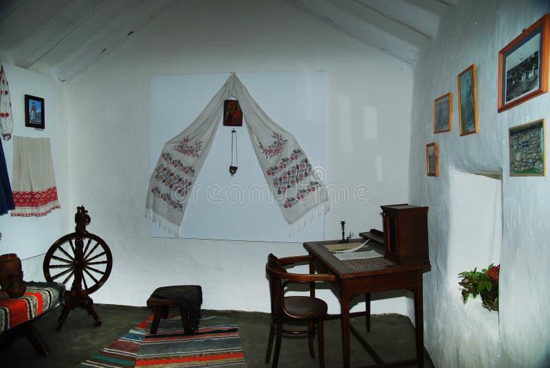 Ουκρανός όπως το εσωτερικό κατοικιών αγροτών με τα διάφορα εγχώρια άρθρα Μουσείο στοκ εικόνα