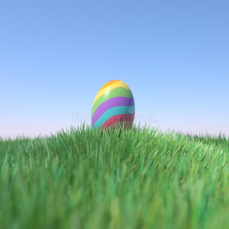 Ουράνιο τόξο αυγών Πάσχας που χρωματίζεται στον πράσινο λόφο χλόης στοκ εικόνα