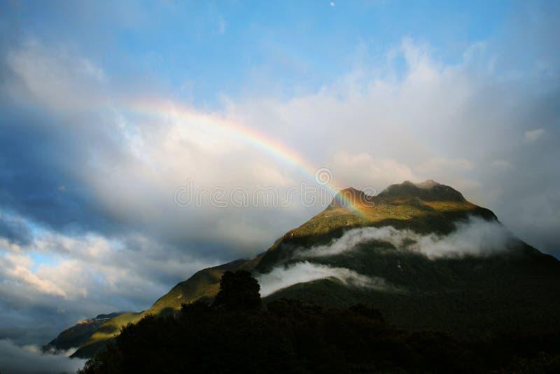 ουράνιο τόξο βουνών στοκ εικόνα