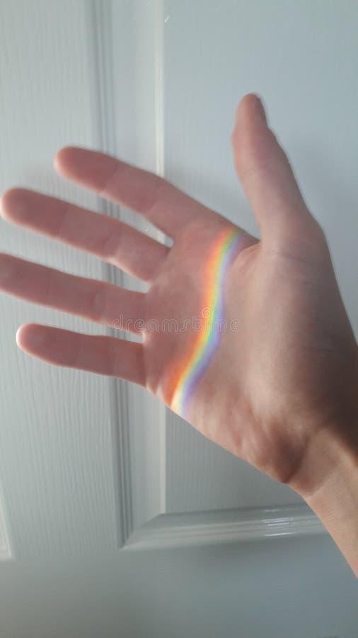 Ουράνιο τόξο σε ένα χέρι στοκ φωτογραφία