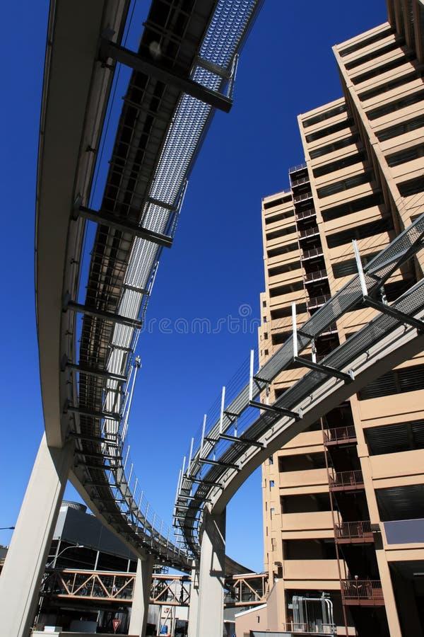 ουρανοξύστες μονοτρόχιων σιδηροδρόμων στοκ εικόνα