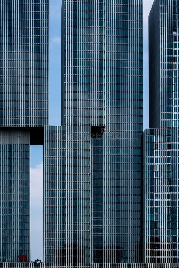 Ουρανοξύστες στην πόλη του Ρότερνταμ στοκ εικόνα με δικαίωμα ελεύθερης χρήσης