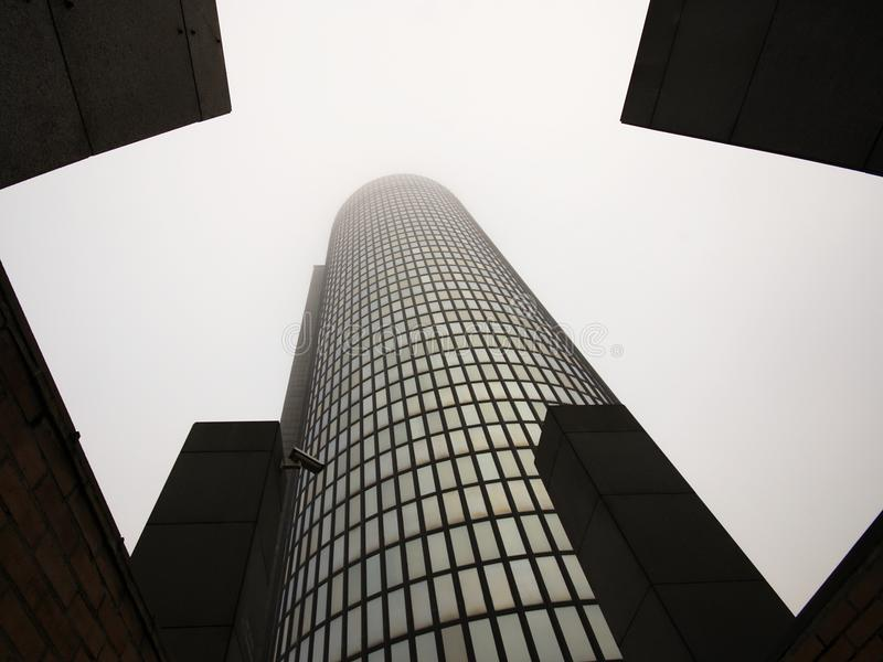 Ουρανοξύστης που ανέρχεται στον ουρανό