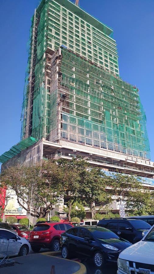 Ουρανοξύστης στην πόλη Cebu, Φιλιππίνες υπό κατασκευή στοκ εικόνα με δικαίωμα ελεύθερης χρήσης