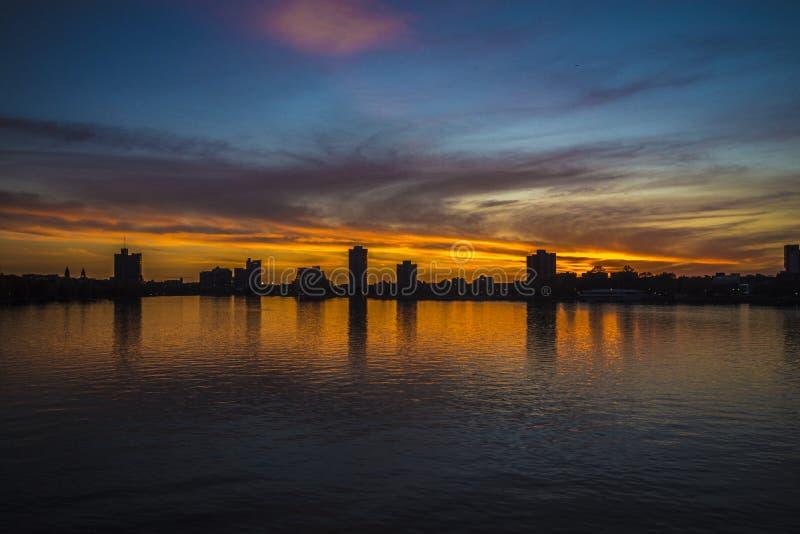 """Ουρανοξύστης της Βοστώνης Ï""""Î¿ ηλιοβασίλεμα στοκ φωτογραφίες με δικαίωμα ελεύθερης χρήσης"""