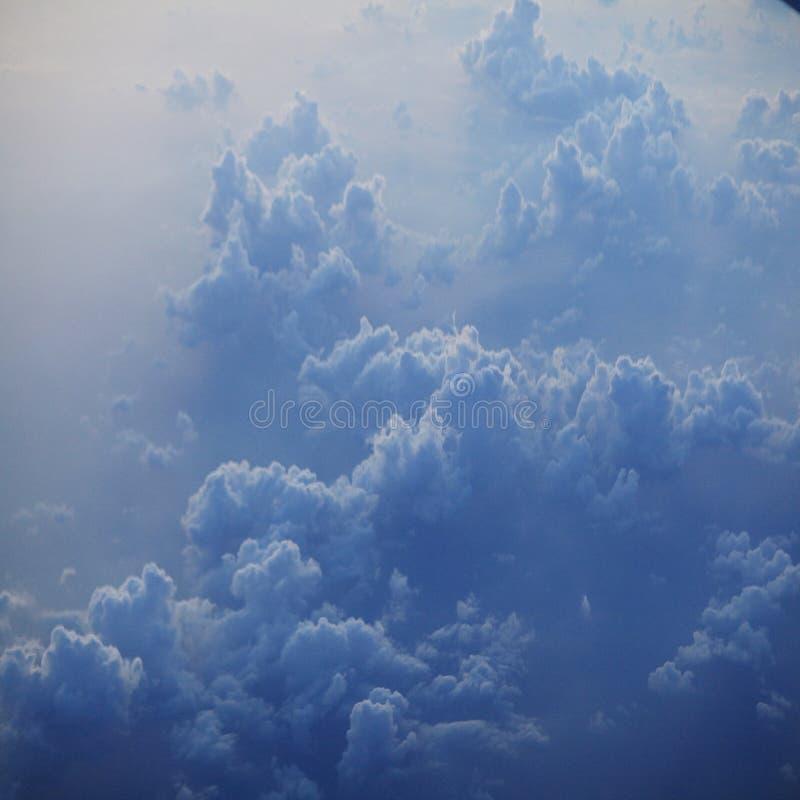 Ουρανός ανασκόπησης με τα σύννεφα στοκ φωτογραφία