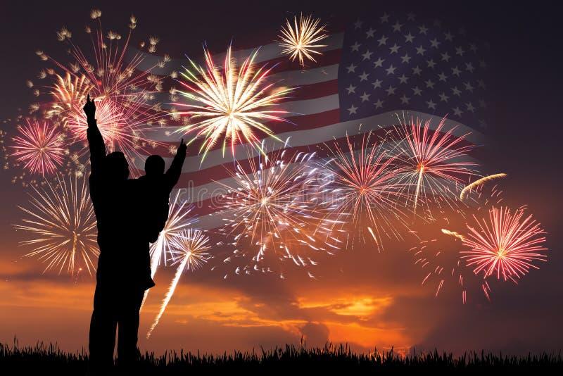 ουρανός ανεξαρτησίας 2 μπλε πυροτεχνημάτων σκοτεινής μέρας στοκ εικόνες με δικαίωμα ελεύθερης χρήσης
