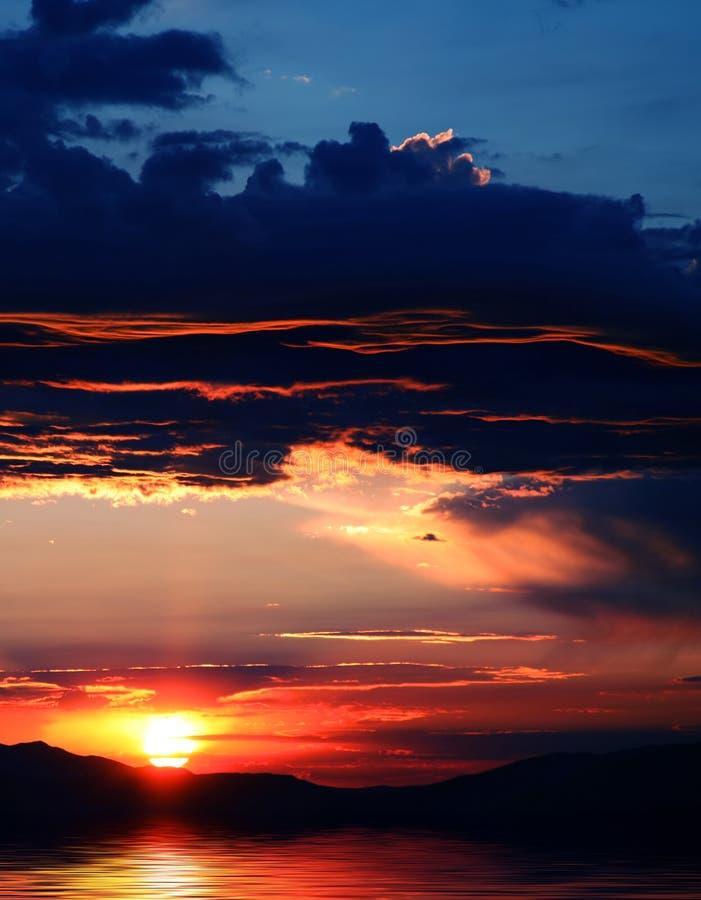 Download ουρανός αντανάκλασης 2 στοκ εικόνα. εικόνα από πορτοκάλι - 2230177