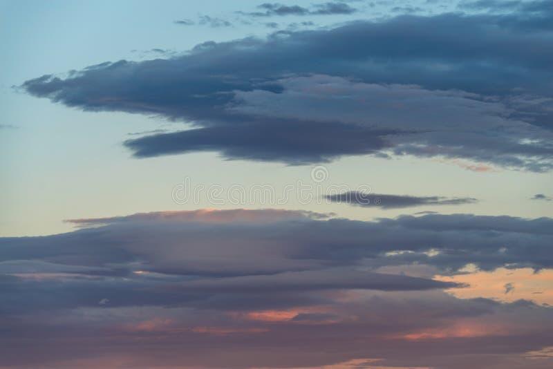 Ουρανός βραδιού και καταπληκτικά σύννεφα στοκ φωτογραφία με δικαίωμα ελεύθερης χρήσης