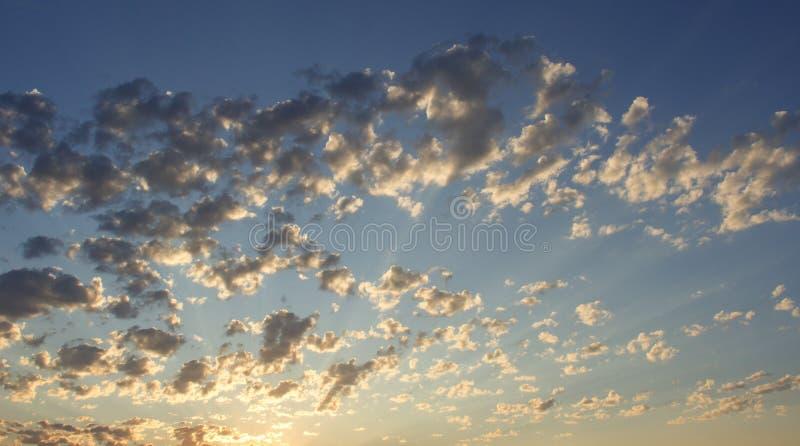 Ουρανός ερήμων στο ηλιοβασίλεμα ανοιχτός ουρανός στοκ εικόνες με δικαίωμα ελεύθερης χρήσης