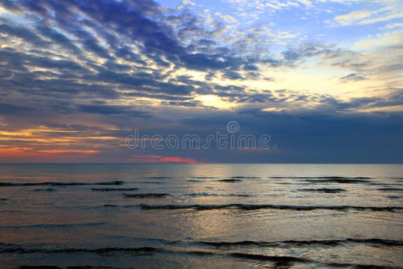 Ουρανός ηλιοβασιλέματος στην παραλία στοκ φωτογραφία με δικαίωμα ελεύθερης χρήσης