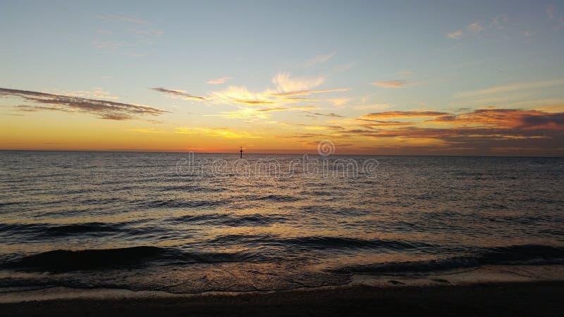 Ουρανός ηλιοβασιλέματος πέρα από τον ωκεανό στην Αυστραλία στοκ εικόνες