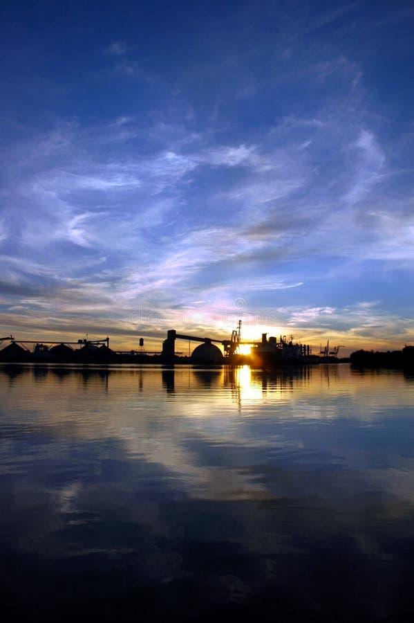 Download ουρανός θαλάσσιων λιμένων αντανάκλασης Στοκ Εικόνα - εικόνα από αντανάκλαση, ύδωρ: 2229461
