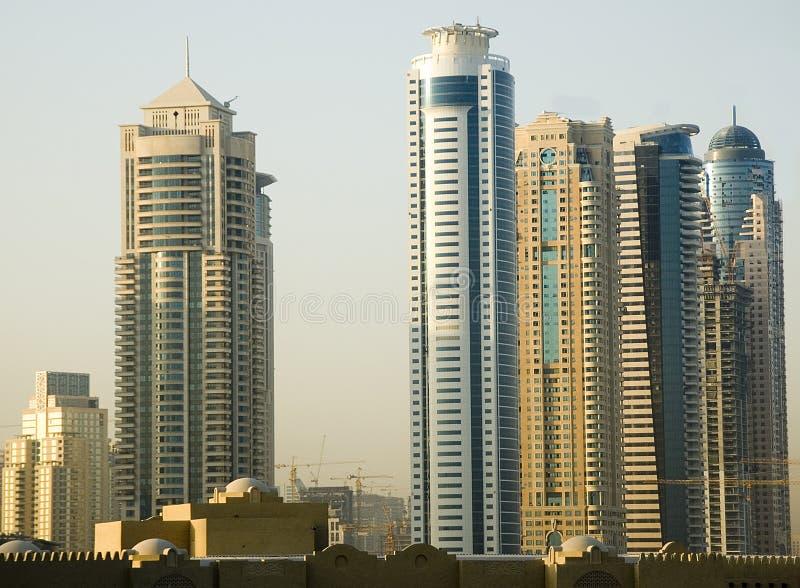 Download ουρανός μεταλλουργικών ξυστρών του Ντουμπάι Στοκ Εικόνα - εικόνα από υψών, araceli: 1537147