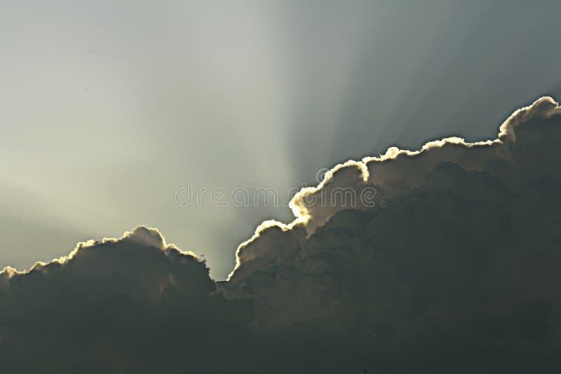 Ουρανός με τα παχιά σύννεφα στοκ εικόνες