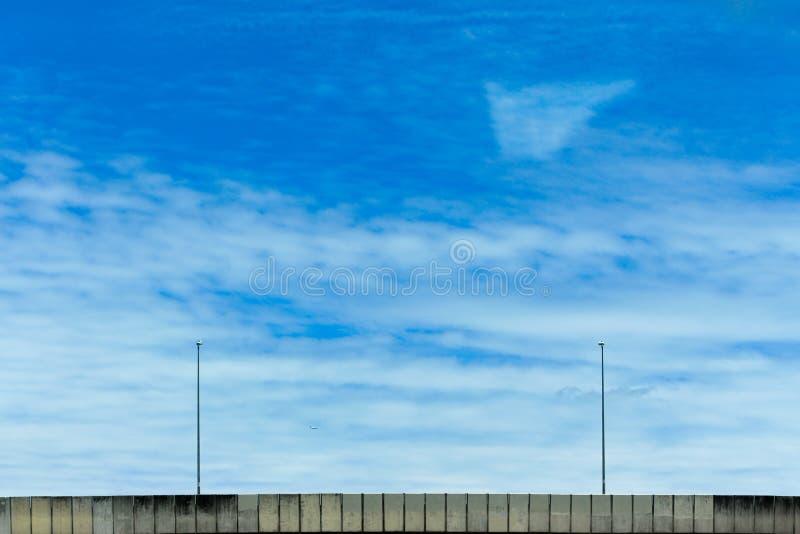 Ουρανός πέρα από τη γέφυρα στοκ φωτογραφία με δικαίωμα ελεύθερης χρήσης
