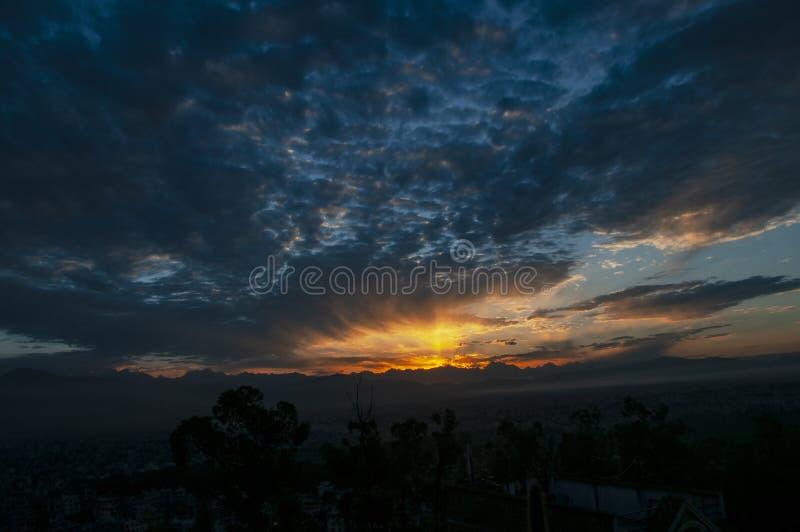 Ουρανός πρωινού η χρυσή ώρα στοκ εικόνα