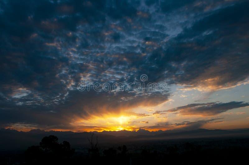 Ουρανός πρωινού η χρυσή ώρα στοκ εικόνες