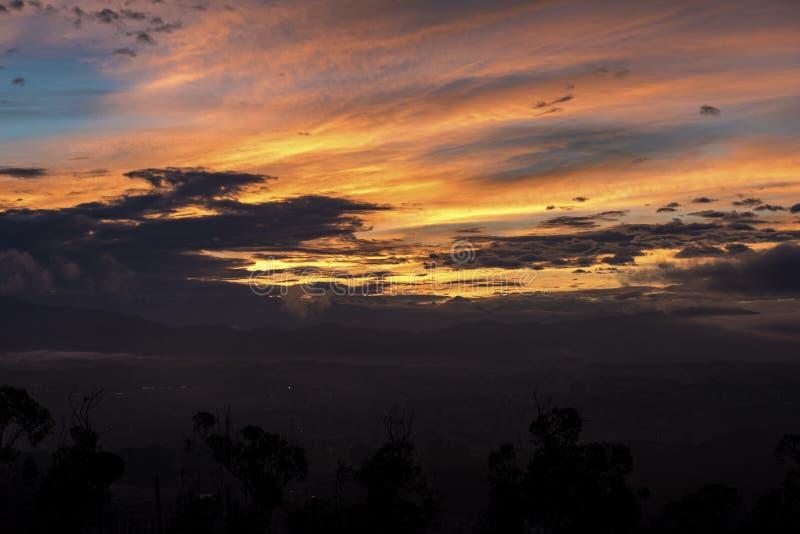 Ουρανός πρωινού η χρυσή ώρα στοκ φωτογραφίες