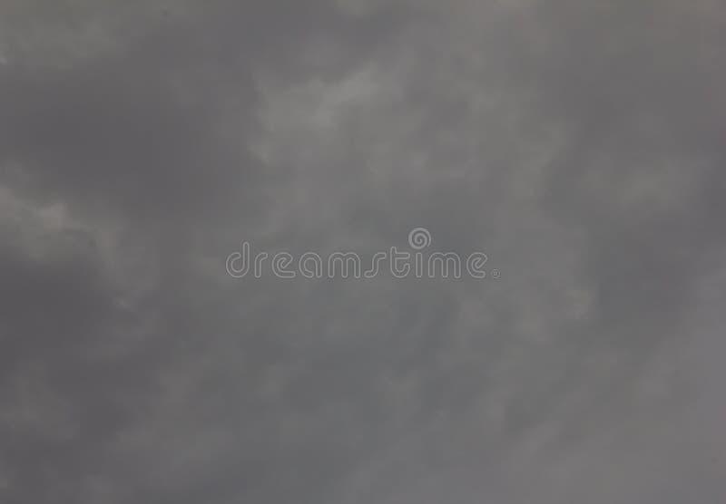 Ουρανός στο γκρίζο σύννεφο του υποβάθρου στοκ εικόνα με δικαίωμα ελεύθερης χρήσης